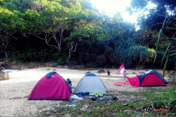 camping di pantai ngetun