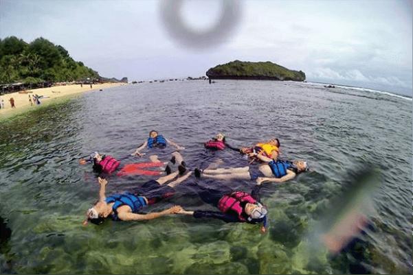 snorkeling pantai slili